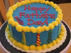 Creative Father Day Cake & Desserts are super tasty and easy DIY designs the kids can help with. Use these Creative Father Day Cake & Desserts ideas for your baking. Happy Fathers Day Cake, Mothers Day Cake, Dairy Queen Cake, Cake Wallpaper, Father's Day Celebration, Dad Cake, Baker Cake, Valentine Cake, Gift Cake
