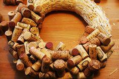 Holiday DIY: Cork Wreath — stuff that bugs me Wine Craft, Wine Cork Crafts, Wine Bottle Crafts, Wine Cork Wreath, Wine Cork Art, Noel Christmas, Christmas Crafts, Diy Christmas Decorations, Wine Cork Projects