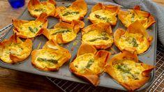 Salmon asparagus pesto tarts Recipes Using Fish, Pastry Cook, Seafood Bake, Broccoli Bake, Salmon And Asparagus, Eating Raw, Appetisers, Sausage Rolls, Salmon Recipes