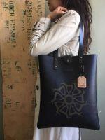 Michael Kors Jet Set, Tote Bag, Bags, Fashion, Handbags, Moda, Fashion Styles, Totes, Fashion Illustrations