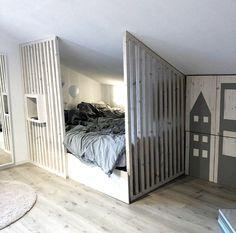 Basement Bedrooms, Attic Rooms, Attic Spaces, Bedroom Loft, Kids Bedroom, Small Studio Apartment Design, Diy Room Divider, Rustic Home Design, Apartment Living