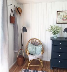 How to design the perfect window seat - Making your Home Beautiful Corner Summer House, Hanging Chair, Vintage Furniture, Ladder Decor, Sweet Home, New Homes, Home And Garden, Cottage, Living Room