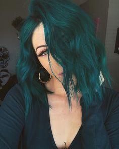 glamorous green hair styles 55 glorious sunset hair color ideas for true romantics Hair Dye Colors, Cool Hair Color, Hair Color Ideas, Crazy Color Hair Dye, Dark Hair Colours, Vivid Hair Color, Creative Hair Color, Green Hair Colors, Different Hair Colors