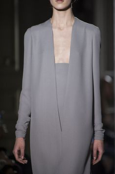 View all the detailed photos of the Valentino haute couture spring 2014 showing at Paris fashion week. Grey Fashion, Minimal Fashion, Look Fashion, Fashion Details, High Fashion, Womens Fashion, Fashion Design, Couture Details, Valentino
