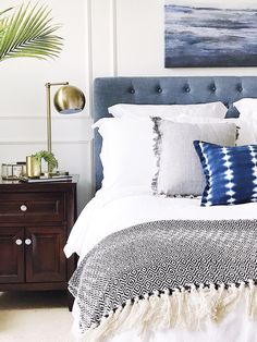 Warm Bedroom Ideas creative to incredible decor, styling help number 6515628124 - Most awesome projects for a really stupendous and super amazing master bedroom ideas neutral simple . The gorgeous tips posted on this creative day 20190107 Relaxing Master Bedroom, Rustic Master Bedroom, Warm Bedroom, Home Decor Bedroom, Bedroom Furniture, Bedroom Ideas, Bedroom Inspiration, Dream Bedroom, Joanna Gaines