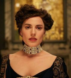 The diamond necklace Adele ( played by Antje Traue) wore in the Gustav Klimt painting, was later given to Maria as a wedding gift. Description from mashumashu.com. I searched for this on bing.com/images