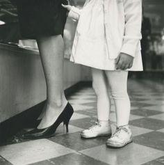 Une photo de Vivian Maier qui pourrait être un portrait de Germain Crèvecoeur et sa maman...