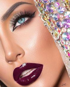 Beautiful Face Images, Beautiful Eyes, Beautiful Women, Perfect Red Lips, Dark Red Lips, Glamour Makeup, Lipstick Shades, Fantasy Makeup, Gorgeous Makeup
