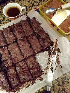 Merhabalar! Bu meşhur Amerikan çikolatalı keki tam olması gerektiği gibi, hafif ıslak ve müthiş lezzetli pişirmeye ne dersiniz? Çok kolay bir tarif ve kısa bir sürede yapılıyor. İnanın çocuklar kad…
