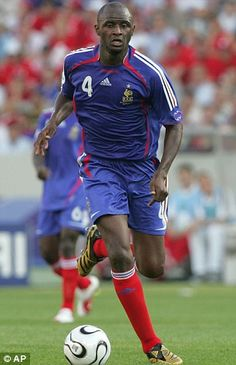 Patrick Vieira (FRANCE) Vieira's family moved from Senegal where he was born to Dreux, France, when he was eight, and he did not return to Senegal until Patrick Vieira, France National Team, Half Blood, Football Soccer, Legends, Memories, Running, Sports, Scallops