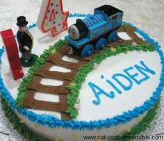 thomas the train cake - i think I could actually make this one :)