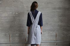 Grey Chambray Apron Made in France / Grey chambray / 100% Linen / Front pockets / Criss cross back