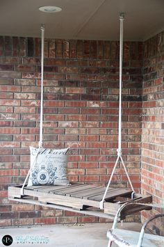 Swing made from pallet. Could be a nice tree swing in the backyard.