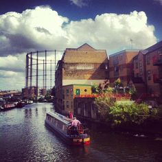 highgatedreams:  Regent's Canal by Broadway Market, Hackney. I used to live near here. A very familiar view.