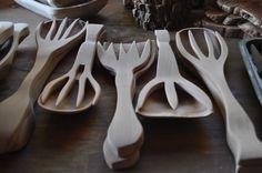 Tenedores y cucharas, de alerce