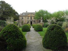 Tintinhull gardens, and 17th century manor house.  Somerset      National Trust