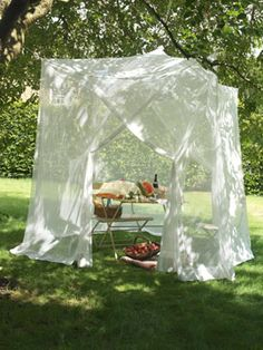 Giant garden Mosquito net: Such a pretty vintage look