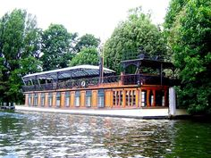 Astoria - a house boat owned by David Gilmour (formerly of Pink Floyd) that was converted to a recording studio. The Endless River, Houseboat Living, Floating House, Tiny House Movement, David Gilmour, Grand Designs, Celebrity Houses, Recording Studio, Water Crafts