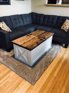 70 Suprising DIY Projects Mini Pallet Coffee Table Design Ideas 14 – Home Design Diy Coffee Table, Coffee Table With Storage, Coffee Table Design, Small Furniture, Pallet Furniture, Furniture Projects, Diy Projects, Outdoor Furniture, Project Ideas