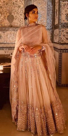 30 Exciting Indian Wedding Dresses That You'll Love Indian wedding dresses are very beautiful. Usual indian bridal dresses made of chiffon or silk and adorned with elaborate embroidery, red or gold color. Desi Wedding Dresses, Bridal Dresses, Wedding Lehnga, Wedding Bride, Wedding Chaniya Choli, Asian Wedding Dress Pakistani, Bridal Sarees South Indian, Punjabi Wedding Suit, Pakistani Bridal Lehenga