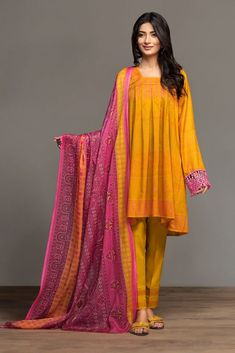 Nishat Linen Spring Summer Collection Best Lawn Dresses to Wear - Modern Design Beautiful Pakistani Dresses, Pakistani Formal Dresses, Pakistani Dress Design, Pakistani Outfits, Pakistani Bridal, Indian Outfits, Pakistani Mehndi, Eid Dresses, Short Dresses