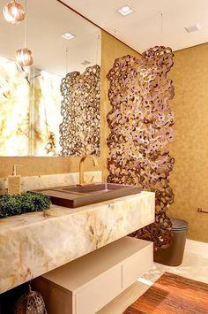 Lavabos com divisórias entre a bancada da pia e do vaso sanitário - veja modelos e dicas! Minimalist Small Bathrooms, Interior Exterior, Interior Design, Guest Bathrooms, Large Bathrooms, Modern Bathroom Design, Luxury Kitchens, Beautiful Bathrooms, Bathroom Inspiration