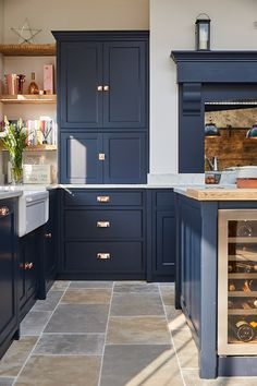 Reclaimed Pine & Copper Kichen Project In Guildford - The Main Company Stunning traditional kitchen Open Plan Kitchen Dining Living, Living Room Kitchen, Home Decor Kitchen, Home Kitchens, Kitchen Family Rooms, Living Rooms, Dark Blue Kitchens, Kitchen With Blue Cabinets, Blue Kitchen Ideas