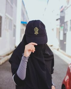 Uploaded by Muslimah girl. Find images and videos on We Heart It - the app to get lost in what you love. Hijab Niqab, Muslim Hijab, Stylish Hijab, Hijab Chic, Niqab Fashion, Muslim Fashion, Hijabi Girl, Girl Hijab, Girl Photo Poses