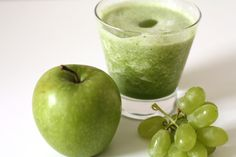 Classic green smoothie with Mix & Go Pro. Pineapple, grapes, apple, spinach, coconut water