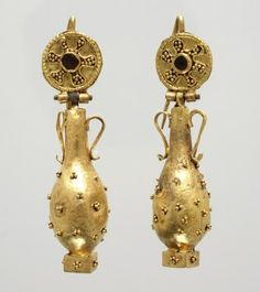 Late Antique period, Pair of earrings with amphora pendants, 6th century CE, gold; garnet; 4.8 cm (1 7/8 inches) (height) overall