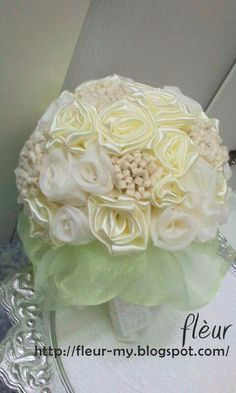 #Fleur #chiffon #cream #white #lightgreen #green #handbouquet #diy #bouquet #satin #rose #organza #craft #wedding