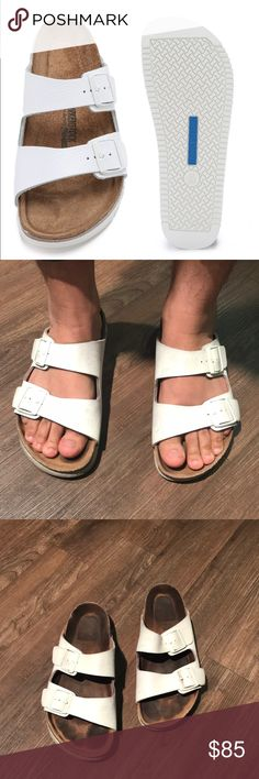 71eb7026981 BIRKENSTOCK ⚫ Men s slipper in white In great preowned condition. The soles  still look great. Just light stain on top.