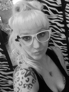Black and white, undercut, half shaved head, undercut hairstyles, DIY hair, awesome hair, blondes, pinup, pinup undercuts