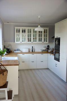 Home Design Decor, Küchen Design, Home Decor, French Kitchen, Country Kitchen, Ikea Bodbyn Kitchen, Galley Kitchen Design, Scandinavian Style Home, Kitchen Cabinetry