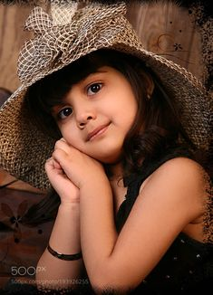 Cute Kids Pics, Cute Baby Girl Pictures, Cute Girl Photo, Cute Girls, Cute Kids Photography, Girl Photography Poses, Beautiful Children, Beautiful Babies, Cute Little Baby Girl