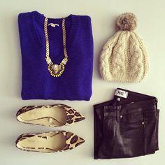 cool outfit. Azul klein + leopardo + encerados negros