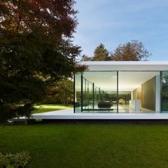 Haus by Werner Sobek. Nice and clean design in beautiful surroundings. Architecture and nature in harmony. Cantilever Architecture, Residential Architecture, Interior Architecture, Residential Land, Sustainable Architecture, Design Exterior, Modern Exterior, Interior And Exterior, Minimalist Architecture
