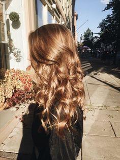 Caramel sun kissed hair in 2019 Messy Hairstyles, Pretty Hairstyles, Baddie Hairstyles, Hairstyles Videos, Everyday Hairstyles, Formal Hairstyles, Vintage Hairstyles, Straight Hairstyles, Wedding Hairstyles