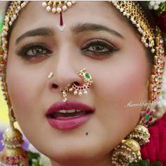Gold Jewelry Design In India Indian Wedding Jewelry, Indian Jewelry, Bridal Jewelry, Gold Jewellery, Temple Jewellery, Antique Jewellery, Diamond Nose Ring, Gold Nose Rings, Cute Nose Rings