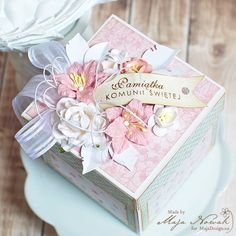 Absolutely stunning exploding box card by Maja Nowak. Papers from MajaDesign's re-printed Sofiero collection.    #explodingbox #explodingboxcard #boxcard #card #cardmaking #cardinspiration #papercraft #papercrafting #papercrafts #scrapbooking #majadesign #majadesignpaper #majapapers #inspiration #vintage