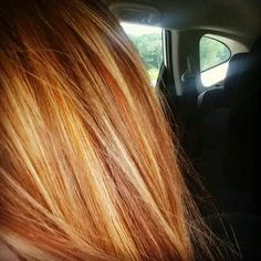 Red hair with blonde highlights- Gorgeous color! Red Hair With Blonde Highlights, Red Blonde Hair, Strawberry Blonde Hair Color, Hair Color And Cut, Ginger Hair, Great Hair, Looks Cool, Pretty Hairstyles, Hair Inspiration