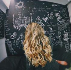 ▫️Her hair looks golden▫️ Messy Hairstyles, Pretty Hairstyles, Blond, Gorgeous Hair, Beautiful, Punk, Dream Hair, Hair Day, Hair Looks