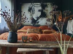 Luxe beddengoed gaat samen met heerlijk slapen   Huizedop Bedroom Decor Dark, Bedroom Wall Colors, Dream Bedroom, Home Bedroom, Dark Bedding, Boho Bedding, Wayfair Bedding, Room Wanted, Home Entrance Decor