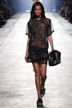 Versace - Milan Fashion Week / Spring 2016    ... - welcome in the world of fashion