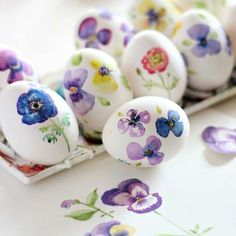 Watercolor Eggs  No, it's not Easter again, but don't these eggs look lovely? Wouldn't mind them decorating my kitchen all year round.