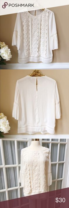 Flowing Ivory LOFT Top Gorgeous flowing LOFT Top in excellent condition! Slightly sheer material so would recommend wearing nude cami underneath. Adorable keyhole closure on back. LOFT Tops Blouses