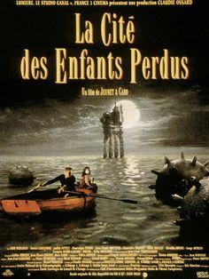La cité des enfants perdus est un film de Jean-Pierre Jeunet avec Ron Perlman, Daniel Emilfork. Synopsis : Krank, un étrange personnage vit entouré de clones et d'autres personnages encore plus étranges sur une plate-forme en mer perdue dans le brouillard.