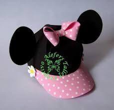 viseras gorras de minnie y mickey en goma eva - Buscar con Google Mickey Mouse Pinata, Minie Mouse Party, Minnie Mouse Decorations, Mickey E Minie, Fiesta Mickey Mouse, Minnie Cake, Mickey Party, Crazy Hat Day, Crazy Hats