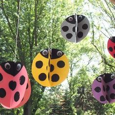 Twirling paper ladybugs. Papers (or die cuts), paint, string, and some googly eyes. How marvellous, no?