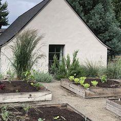House Color Schemes, House Colors, Modern Garden Design, House Landscape, Garden Buildings, Outdoor Landscaping, White Houses, Maine House, Black House